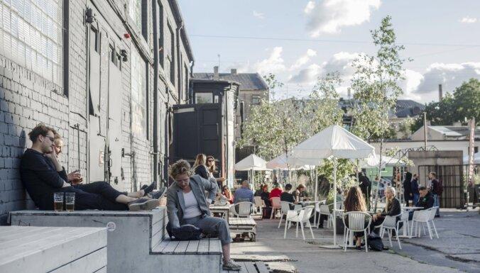 Igaunijā drīkstēs darboties ēdināšanas iestādes iekštelpās, teātri un kinoteātri; atsāksies klātienes mācības