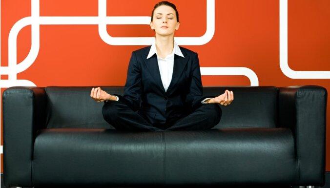 Trīs vienkāršas elpošanas tehnikas stresa mazināšanai