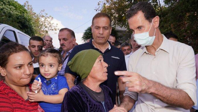 Reta parādība: Sīrijas Asads tiekas ar tautu