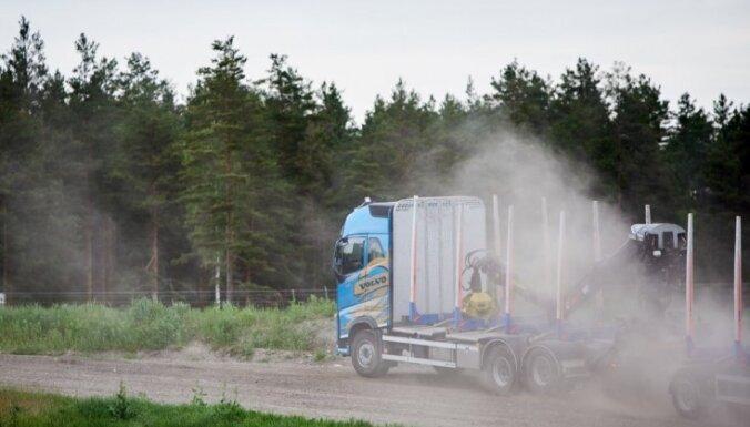 Foto: '333' trasē 'Volvo Trucks' iepazīstinājis ar jaunākajiem kravas auto un biznesa rādītājiem