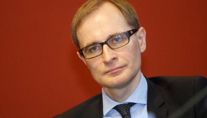 Эксперт: Берзиньш должен соблюдать баланс между Востоком и Западом