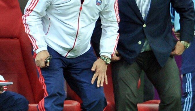 Russian team coach Alexander Borodyuk and Dick Advocaat
