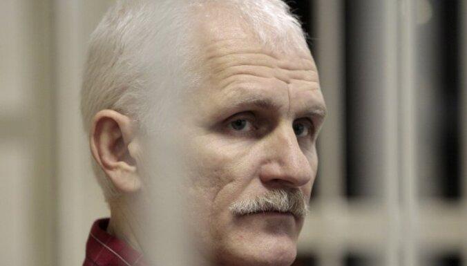 Латвия осудила судебное преследование белорусского правозащитника Алеся Беляцкого