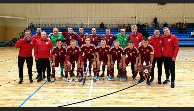 Latvijas telpu futbola izlase pēc uzvaras pār Igauniju izcīna Baltijas kausu