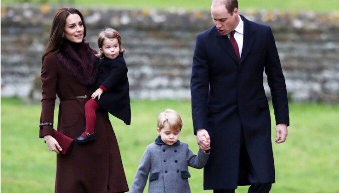 Foto: Karaliskie ķipari svētkos apmeklē baznīcu
