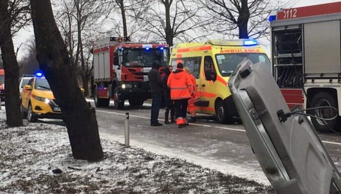 На Даугавгривском шоссе столкнулись автобус №3 и микроавтобус: двое погибших