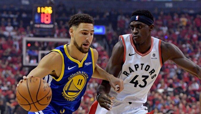 'Warriors' NBA fināla trešajā spēlē var nākties iztikt bez Tomsona un Lūnija