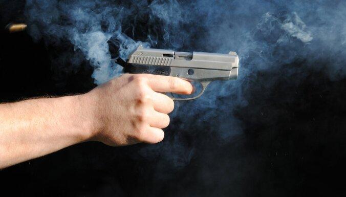 Tukumnieks veikalā iemaina nereģistrētu gāzes ieroci