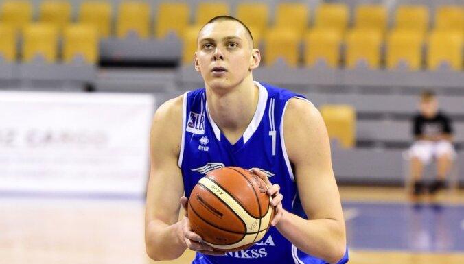 """Латвийский центровой сыграет за """"Сан-Антонио"""" в Летней лиге НБА"""