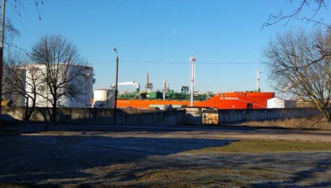 Iedzīvotāji sūdzas par nereaģēšanu uz smakām Sarkandaugavā; VVD apgalvo, ka rīkojas operatīvi
