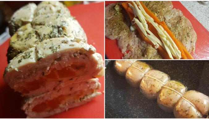 Foto recepte: vārītā vistas gaļas rulete ar sieru un burkāniem