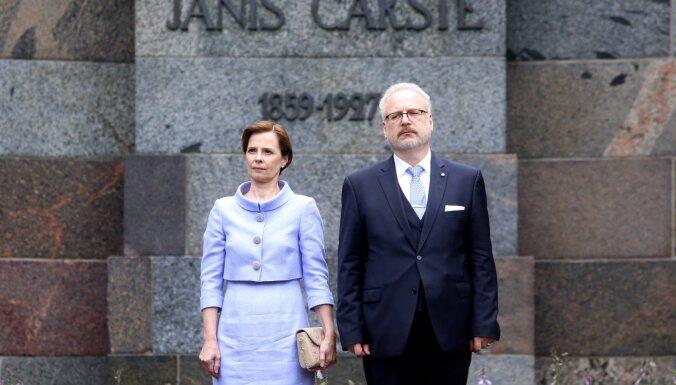 Foto: Latvijas jaunā pirmā lēdija apbur ar eleganci