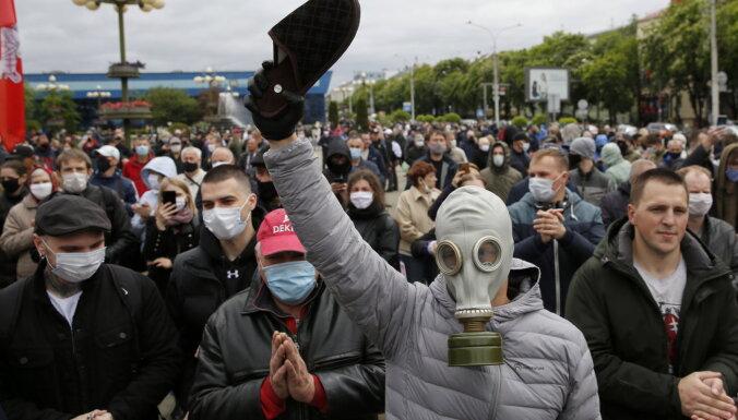 'Delfi plus': Minhauzena plāni, korupcija Ukrainā un mazā Vika