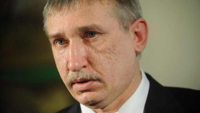 Trešdaļa deputātu pieprasa Bičkovičam izvērtēt Kalnmeiera darbības likumību