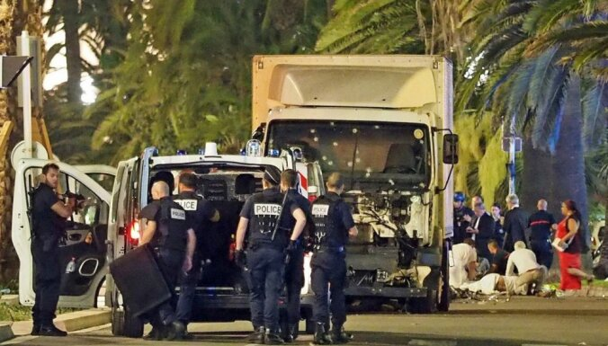 Водитель-убийца отправил родным перед терактом в Ницце 100 тысяч евро и селфи