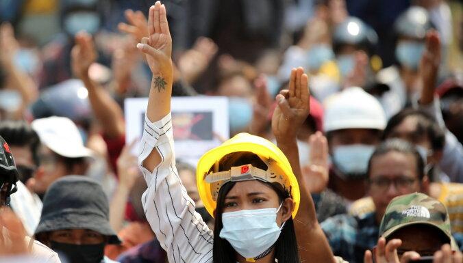 Demonstrācijās Mjanmā nogalināti vismaz 15 protestētāji