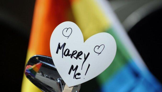 Франция одобрила однополые браки