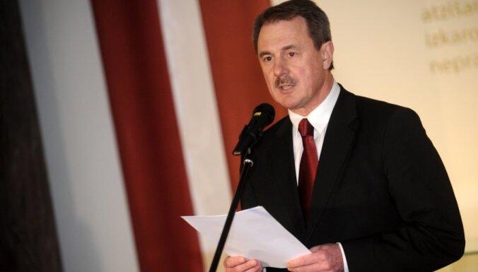 Кристовскис осуждает задержания в Беларуси