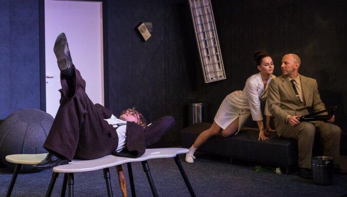 Foto: Dailes teātrī ar komēdiju 'Trīs šūpoles' debitēs Nikolajs Korobovs