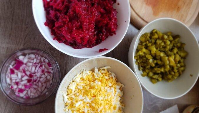 Kārtainie salāti 'Kažoks bez siļķes'