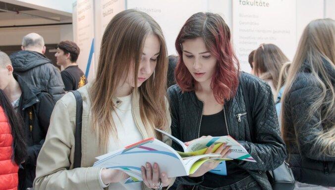 90 procenti skolēnu izglītību skolās uzskata par pārāk teorētisku, liecina aptauja