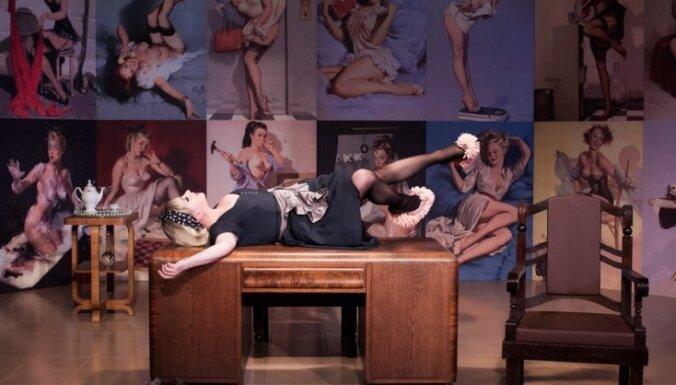 Foto: Pirmizrādi piedzīvo Kristīnes Krūzes izrāde 'Lakstīgalu māja'