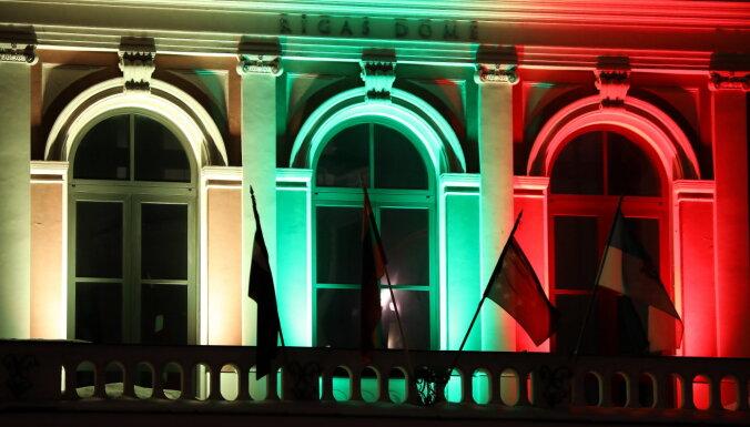 В День независимости Литвы рижская Ратуша окрасилась в цвета литовского флага