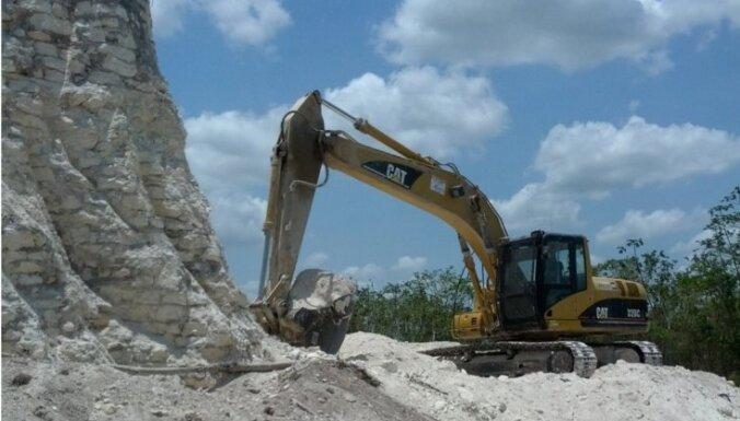 Belizas ceļu būvnieki akmens ieguves nolūkā izpostījuši senu Maiju piramīdu