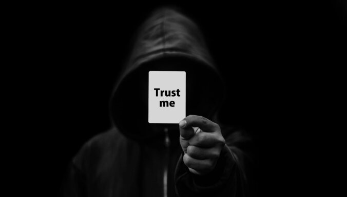 """Мошенники вывели со счета 770 евро!"" Жертва киберпреступников возмущена ""бездействием банка"""
