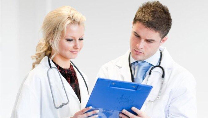 С сегодняшнего дня около 800 медиков прекратили работать продленное нормальное рабочее время