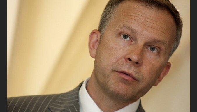 Latvijas Bankas prezidents Ilmārs Rimšēvičs preses konferencē informē par bankas padomes sēdē pieņemtajiem lēmumiem.