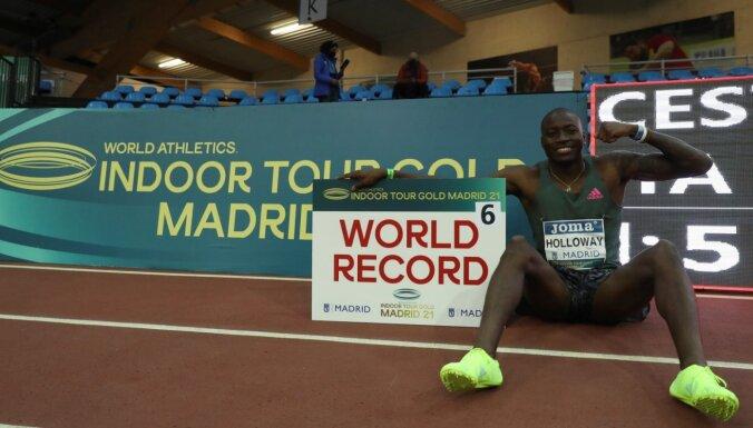 Video: Holovejs labo leģendārā Džeksona 27 gadus senu pasaules rekordu 60 metru barjerskrējienā