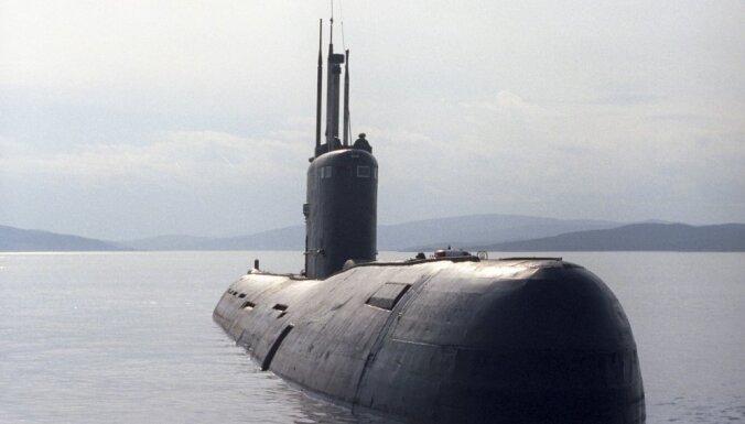 Netālu no Latvijas krasta konstatē divas krievu zemūdenes un kuģi