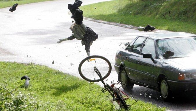 В понедельник в ДТП пострадали три пешехода и четыре велосипедиста