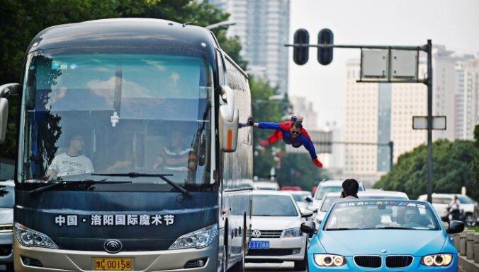 ВИДЕО: Китаец перехватил руль у отключившегося водителя и спас пассажиров