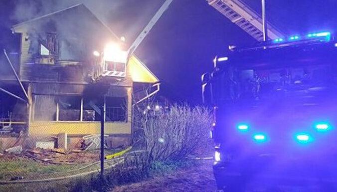 ФОТО, ВИДЕО: В Эстонии сгорел частный дом, погибла семья из пяти человек