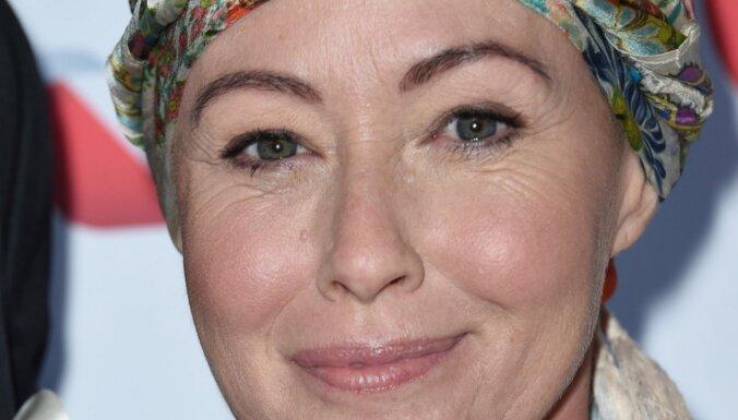 Kāpēc Šenona Dohertija gadu klusēja, ka vēzis ir atgriezies