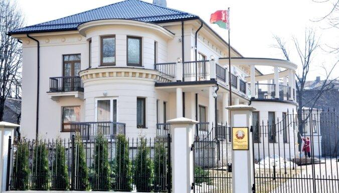 Советник-посланник Беларуси в Латвии Алексей Матюхевич тоже ушел с поста