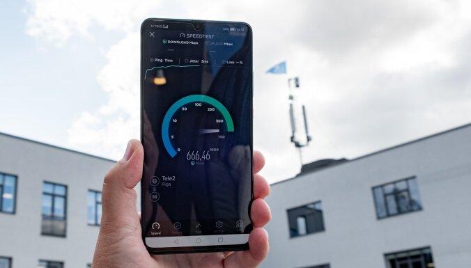 ФОТО: Huawei в Риге демонстрирует способности своего нового смартфона Mate 20 X 5G