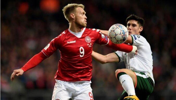 Dānijas un Īrijas futbolisti PK kvalifikācijas 'play-off' kārtas pirmajā mačā nospēlē neizšķirti