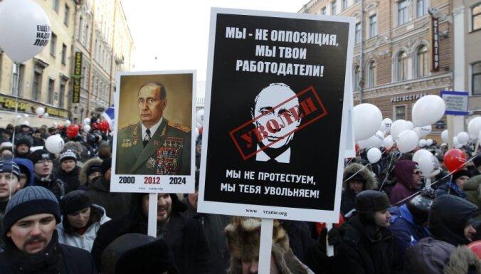 Masu akcijās Krievijā sestdien piedalījušies aptuveni 230 000 cilvēku