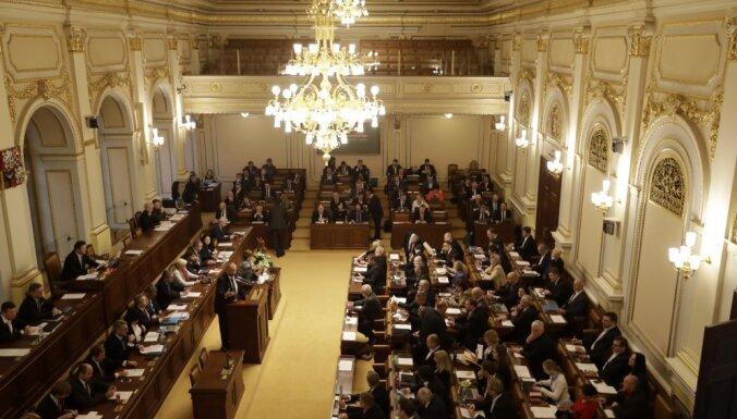 Čehijas mazākuma valdība parlamentā neiztur uzticības balsojumu