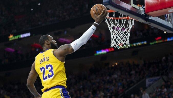 Džeimss NBA rezultatīvāko sarakstā apsteidz Braientu