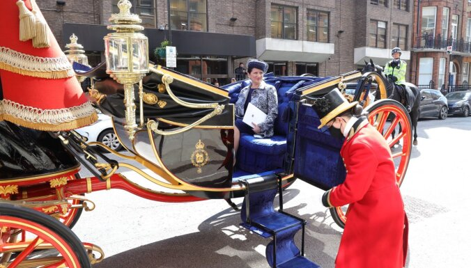 На карете и с вуалью: посол Латвии вручила верительные грамоты королеве Елизавете II