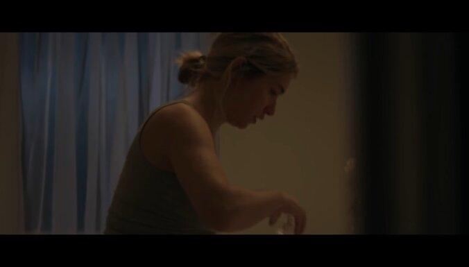 Pēcdzemdību realitātes reklāma, kuru atzina par nepiemērotu 'Oskaru' pārraidei