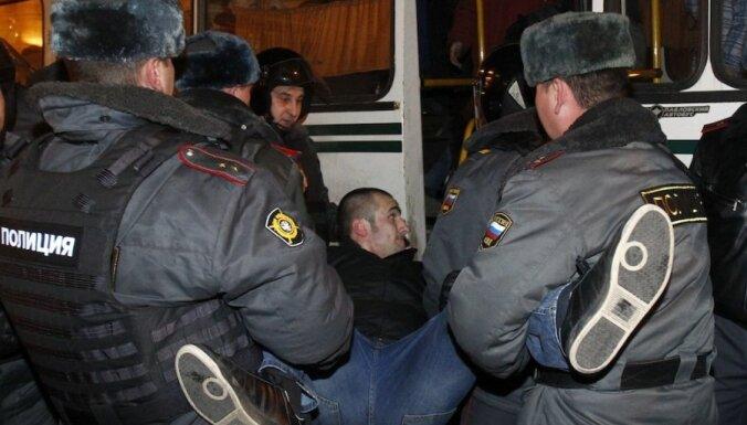 Krievijas protesti: Maskavas un Sanktpēterburgas mītiņotāji izdzenāti; aizturēti aptuveni 500 protestētāji