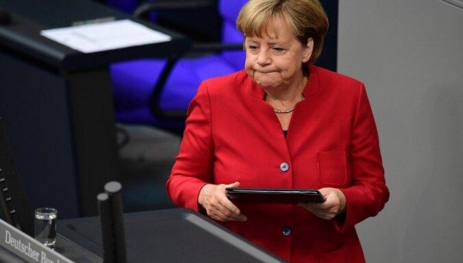 Nerimstot strīdam par imigrāciju, Merkele neapmeklēs CSU konferenci