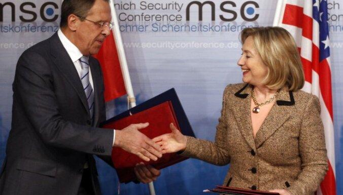 Клинтон уговаривает Россию не вооружать Сирию