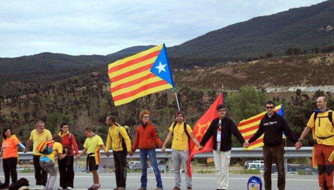 Испания требует от Латвии объяснить позицию Домбровскиса по Каталонии