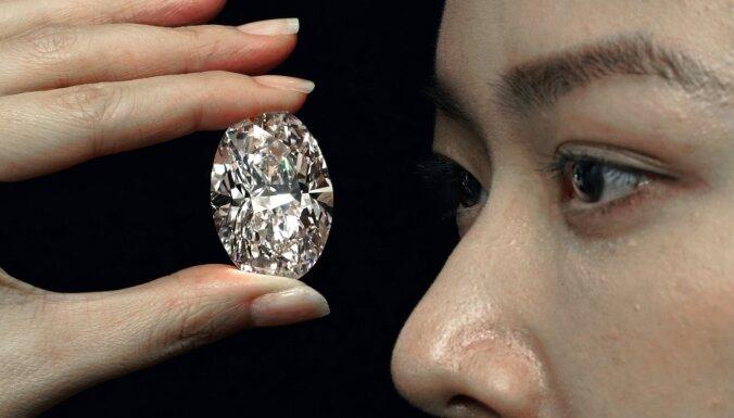 Par rekordaugstu cenu – 15,7 miljoniem dolāru – interneta izsolē pārdots dimants